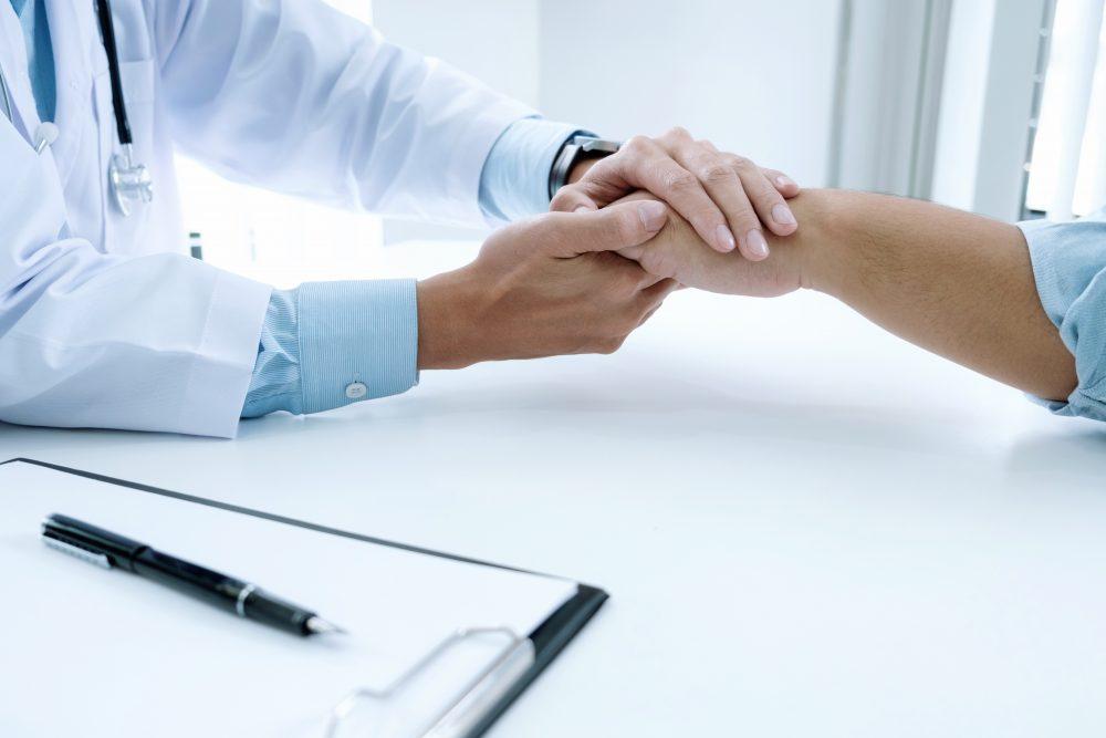 Doctor and patient Prevención adicciones Boston Clinical Consulting