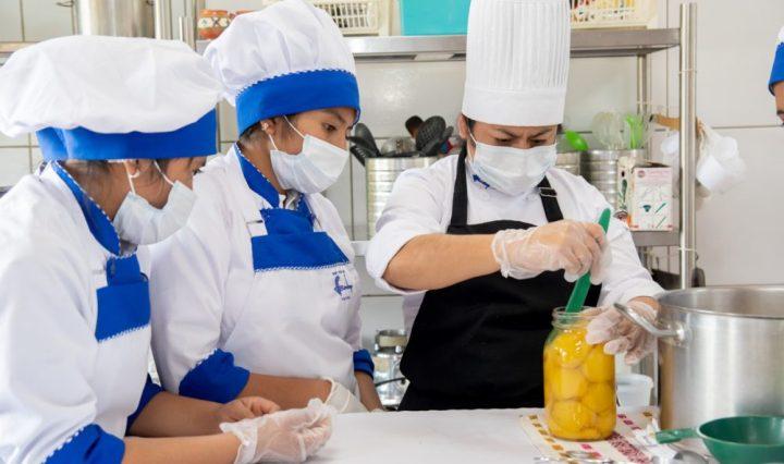 Alimentos y bebidas Swisscontact personal calificado