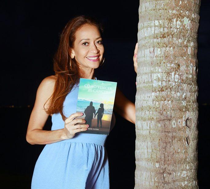 """Jennifer Silvera autora del Libro """"Cómo vencer el cáncer""""."""